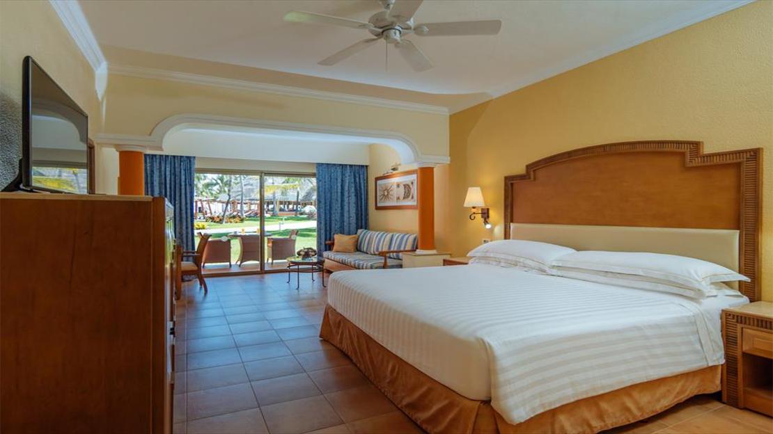 Junior Suite Oceanfront Premium Level